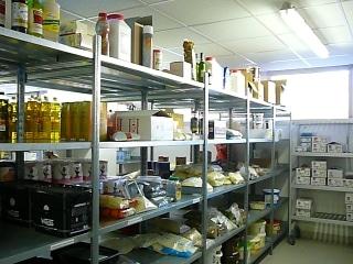 La réserve sèche d'une cuisine professionnelle