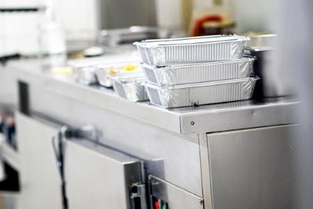 Equipements et accessoires à prévoir pour la mise en place de la livraison et la vente à emporter des repas